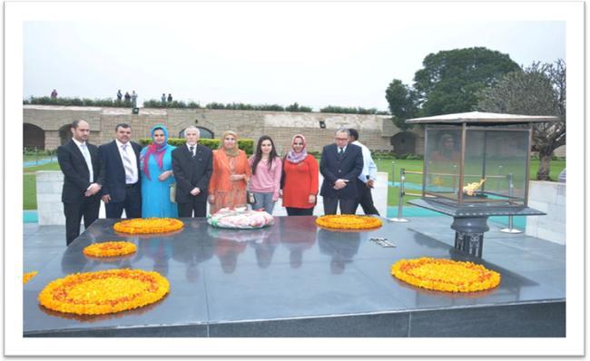 H.E Mr. Hamza Yahia-Cherif paid homage to Mahatma Gandhi.